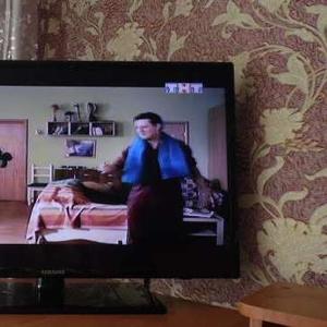 продам телевизор LED 81диагональ